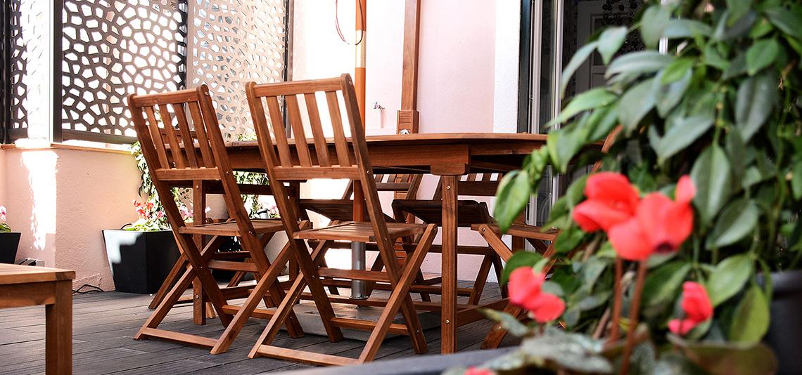 Mesa e Flores do Terraço
